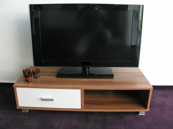 tv hifi regal ablage lowboard mod tv630 nussbaum elfenbein ebay. Black Bedroom Furniture Sets. Home Design Ideas